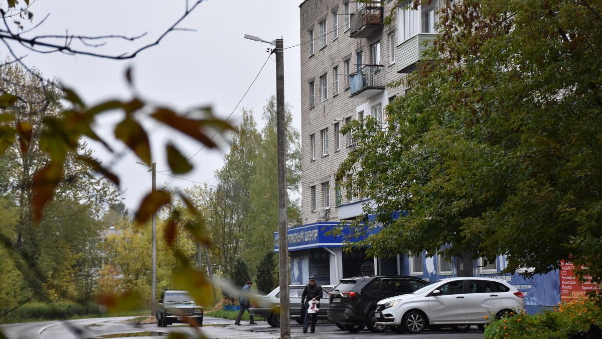 Ремонт сети уличного освещения на улице Менделеева