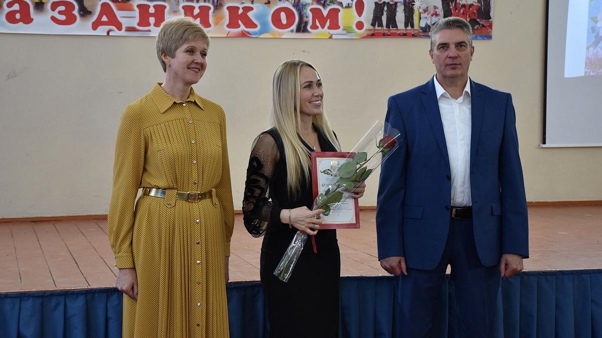 В Гусь-Хрустальном поздравили педагогов школ и дошкольных учреждений